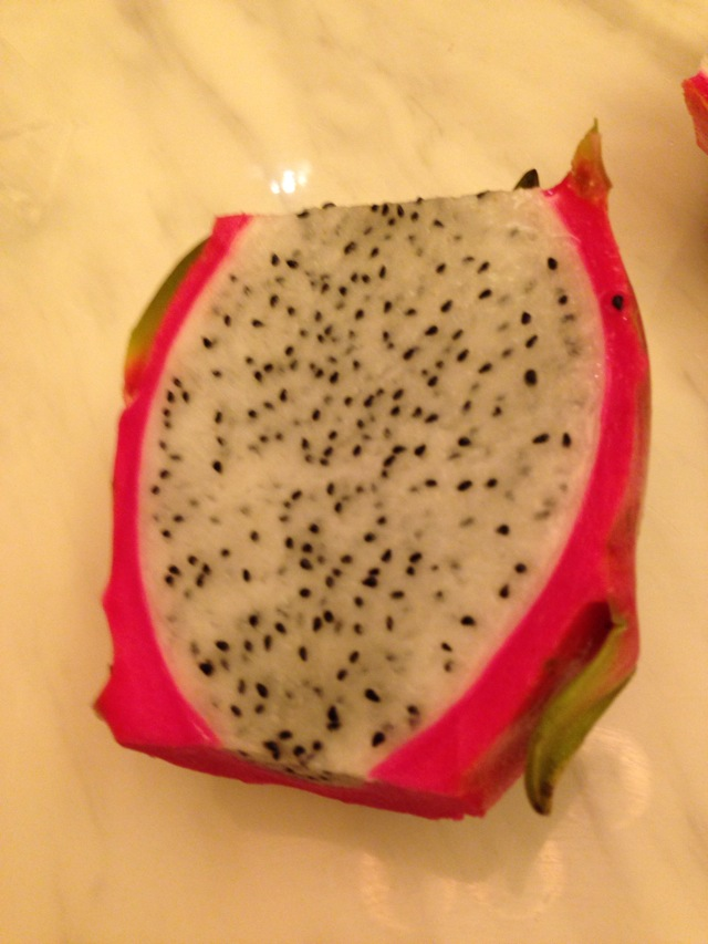 火龙果切法的做法图解2图片