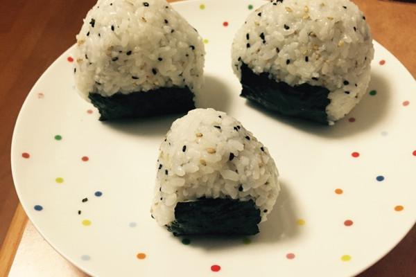 日式饭团的做法_【图解】日式饭团怎么做如何做好吃