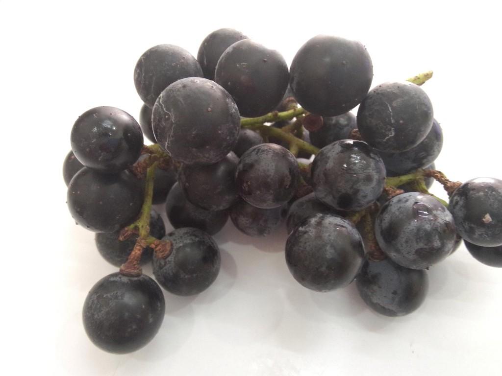 自酿葡萄酒的做法步骤 4. 玻璃瓶清洗干净,不要残留水渍.不要有油.