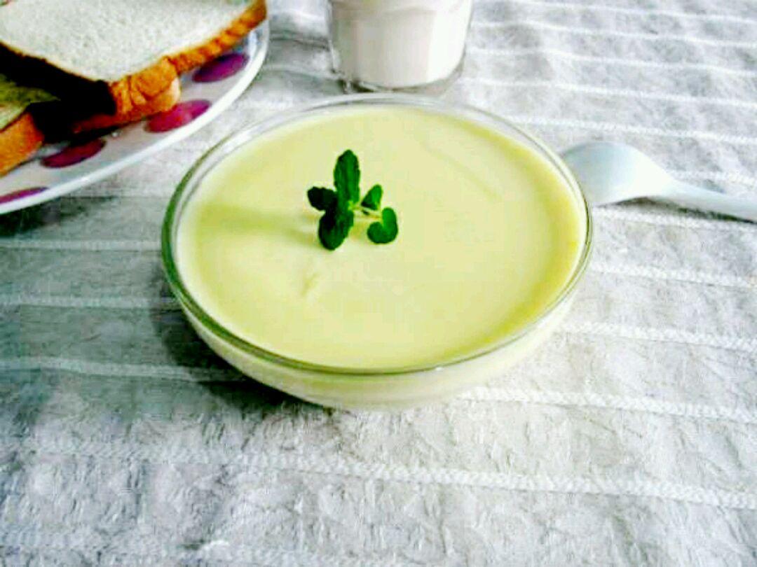 手机壁纸图片杯中牛奶绿心