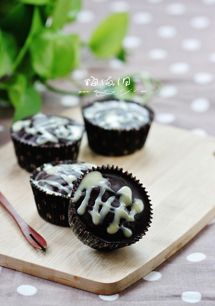 (展开)        淋面巧克力蛋糕是一款小巧可爱的蛋糕,层次丰富,主角