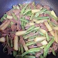 土豆牛肉豆角焖面的做法图解6