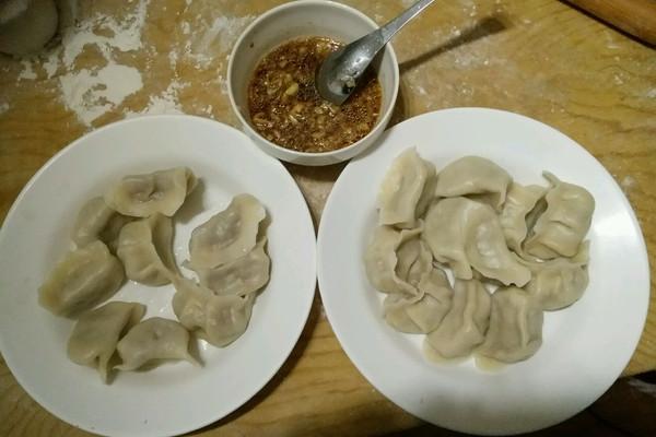 水适量 芹菜肉饺子的做法步骤        本菜谱的做法由 麦穗21 编写
