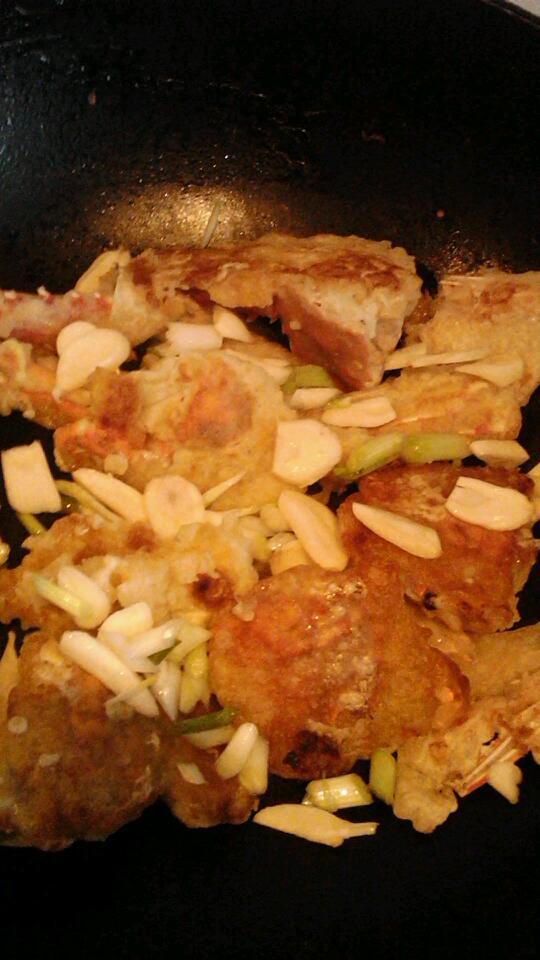 蒜茸油煎蟹的做法图解6