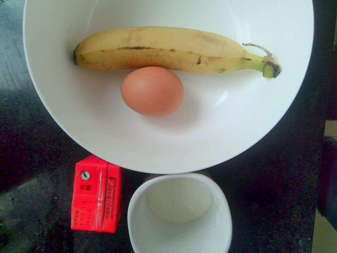 宝宝早餐香蕉软饼的做法图解1