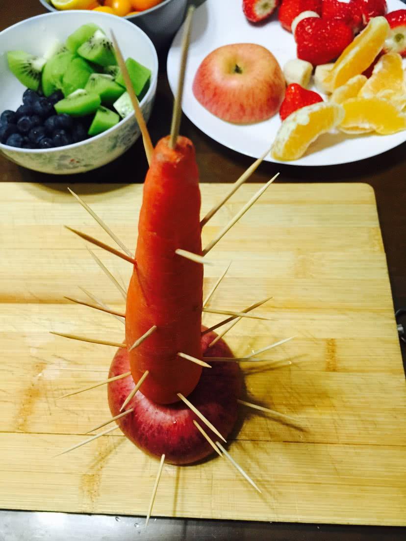 胡萝卜上插满牙签