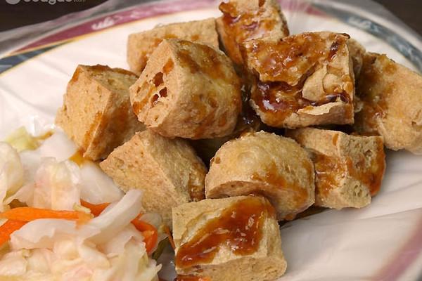难度:配菜(中级)   时间:30-45分钟       主料 手工臭豆腐5片 泡菜1