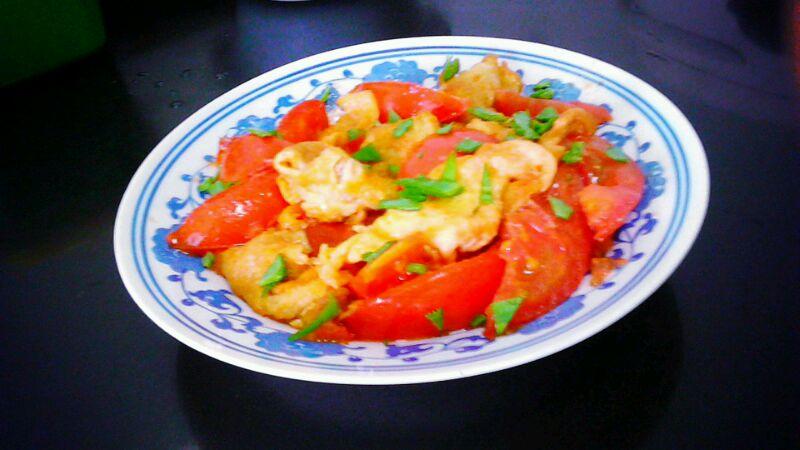 1个 1个 辅料   油适量 盐适量 鸡精适量 西红柿炒鸡蛋的做法步骤