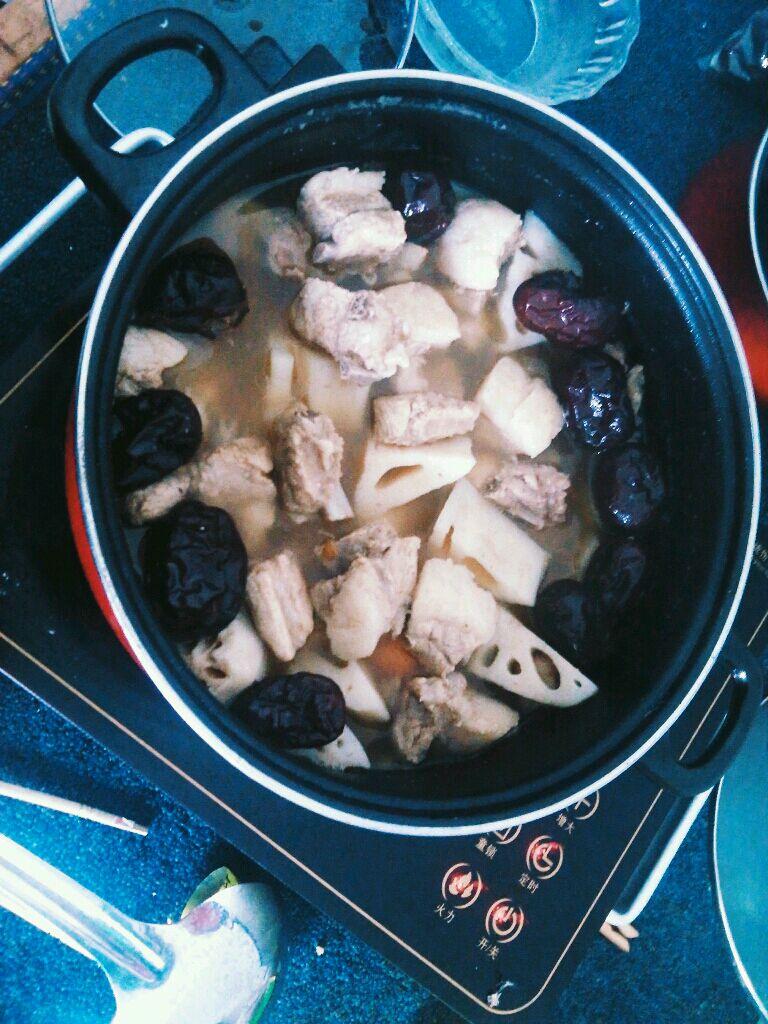另类莲藕排骨汤的做法图解5
