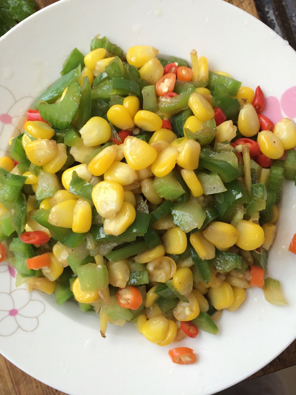 青椒玉米粒的做法图解3