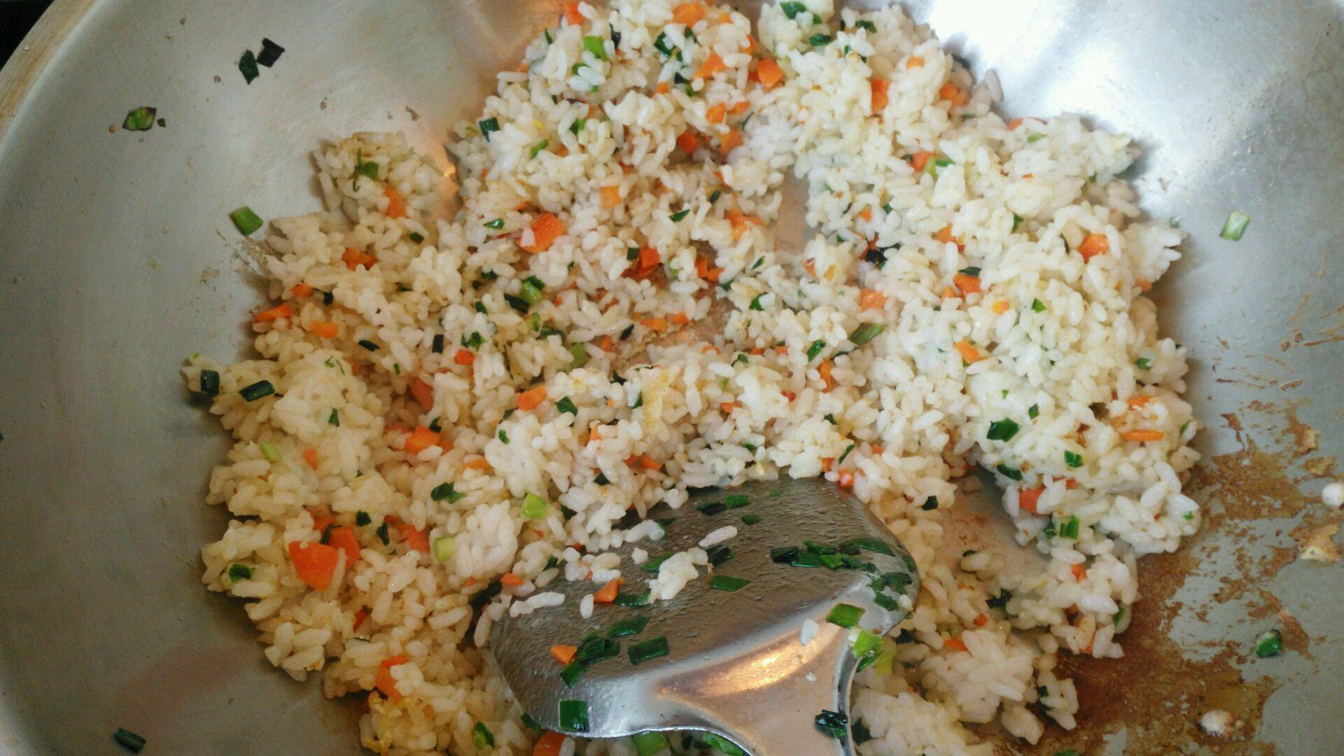韭菜鸡蛋炒米饭的做法步骤