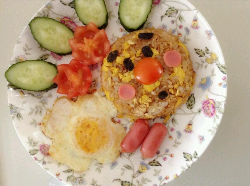 3颗 辅料   盐少许 儿童烤肠3 4-5片 酱油 紫菜(葡萄干)少许 可爱早餐