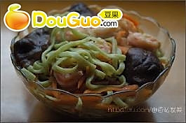 翡翠虾仁香菇面的做法