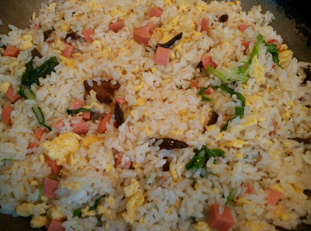 炒米饭的做法步骤 2.