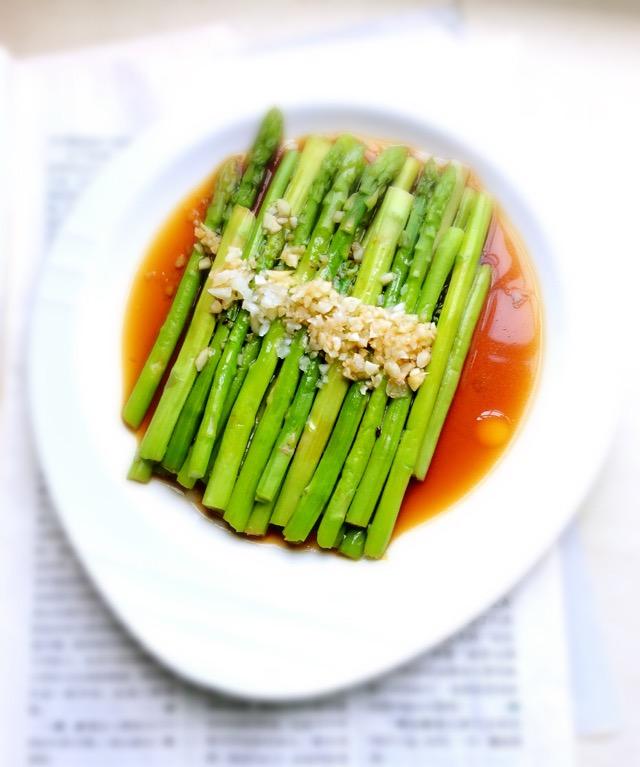 芦笋的做法——花生蚝油芦笋