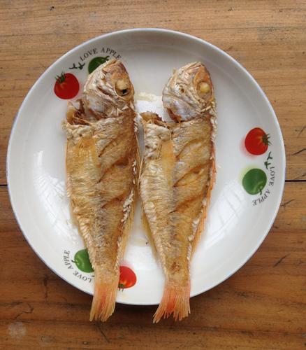 家常菜:西红柿金丝鱼的做法图解8