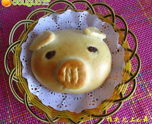 可爱的猪娃面包