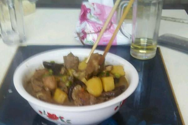 排骨饨土豆的做法 排骨饨土豆怎么做如何做好吃 排骨饨土豆家常做法