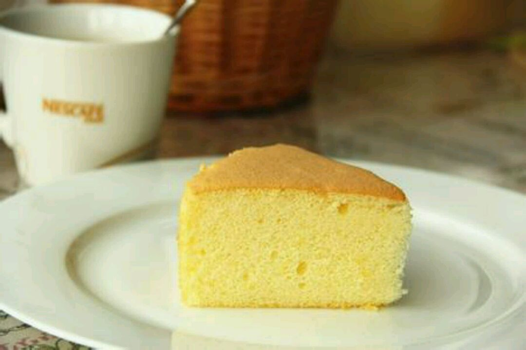 5g 四寸戚风蛋糕的做法步骤 1.