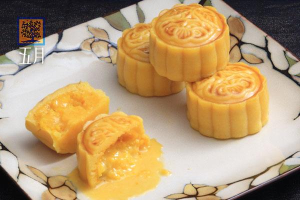 港式奶皇流沙月饼图片