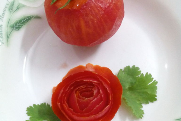 摆盘玫瑰花简单制作法(西红柿)的做法_【图解】摆盘花
