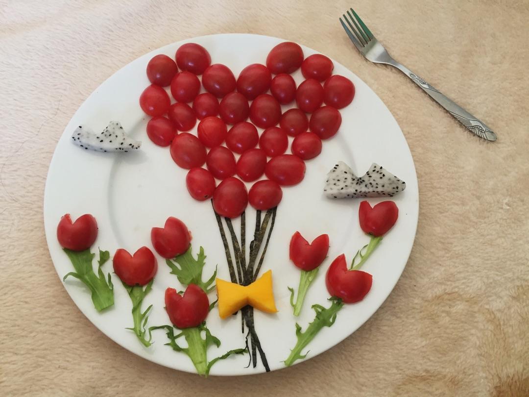 用苦菊叶子装饰花叶,火龙果装饰云朵,如此漂亮浪漫的水果拼盘快来图片
