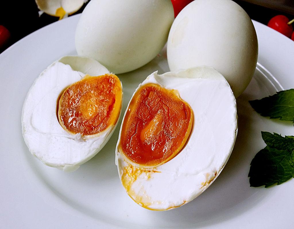 怎样腌鸡蛋出油多_如何快速腌制咸鸭蛋?-如何大量快速腌制咸鸭蛋出油