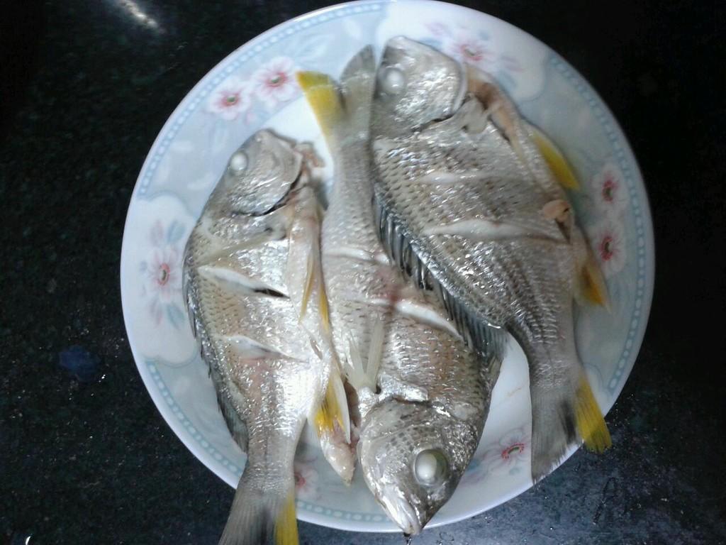 清蒸海鱼的做法图解1