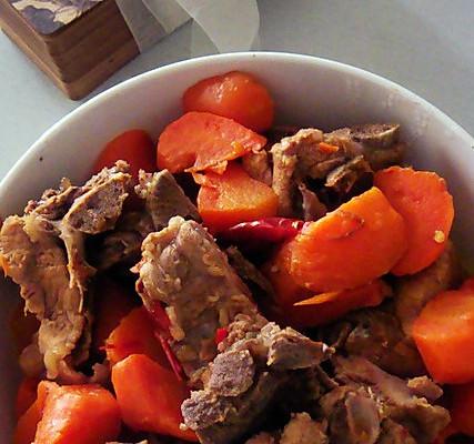 排骨炖红萝卜的做法