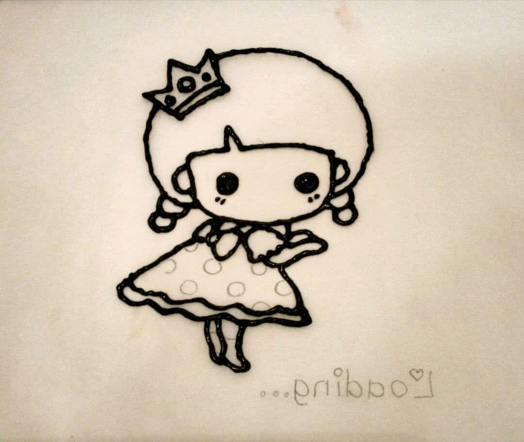小女孩彩绘蛋糕卷