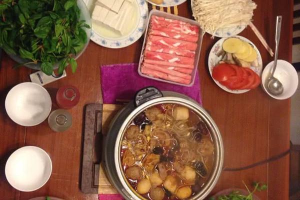 西红柿 牛肉卷 粉丝 香菜 牛肉圆 土豆 晚餐 聚餐 火锅的做法步骤 小
