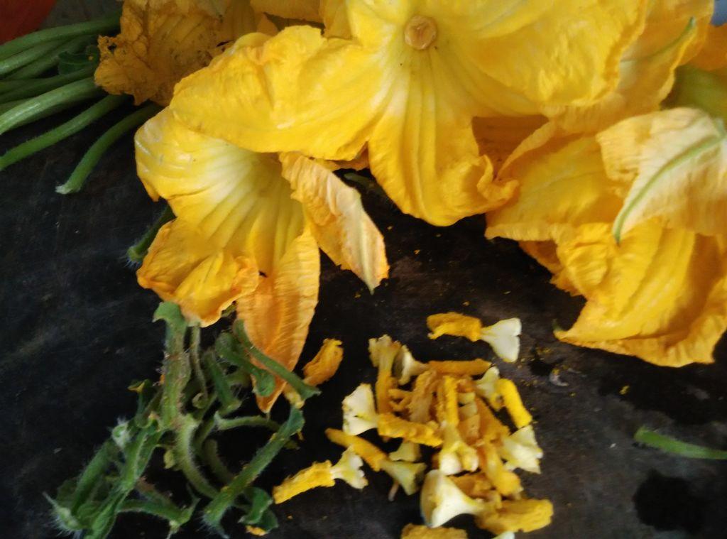 酿南瓜花的做法图解2