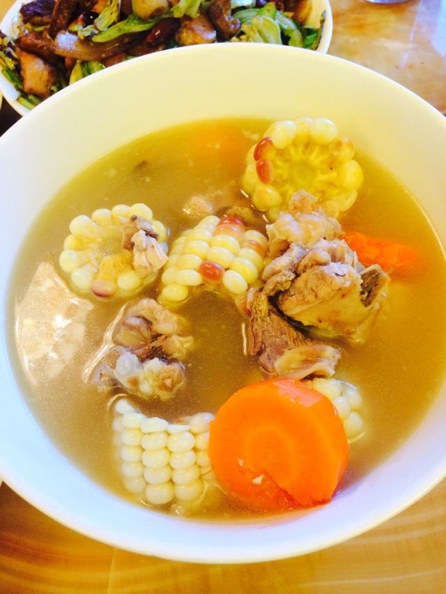 玉米胡萝卜排骨煲汤的做法步骤