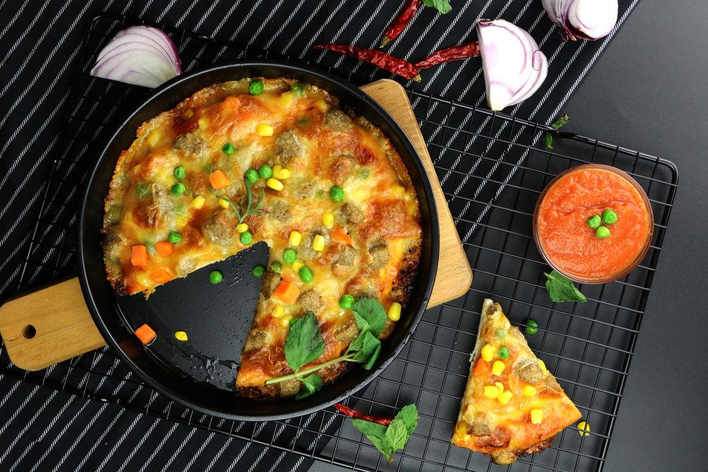 大蒜4瓣 洋葱100g 辅料   糖2g 水适量 盐2g 意式披萨的做法步骤 小
