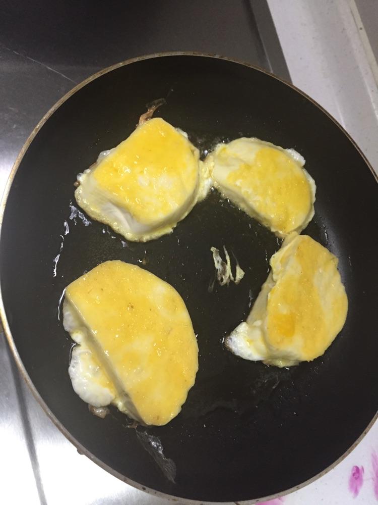 梦见油煎鸡蛋