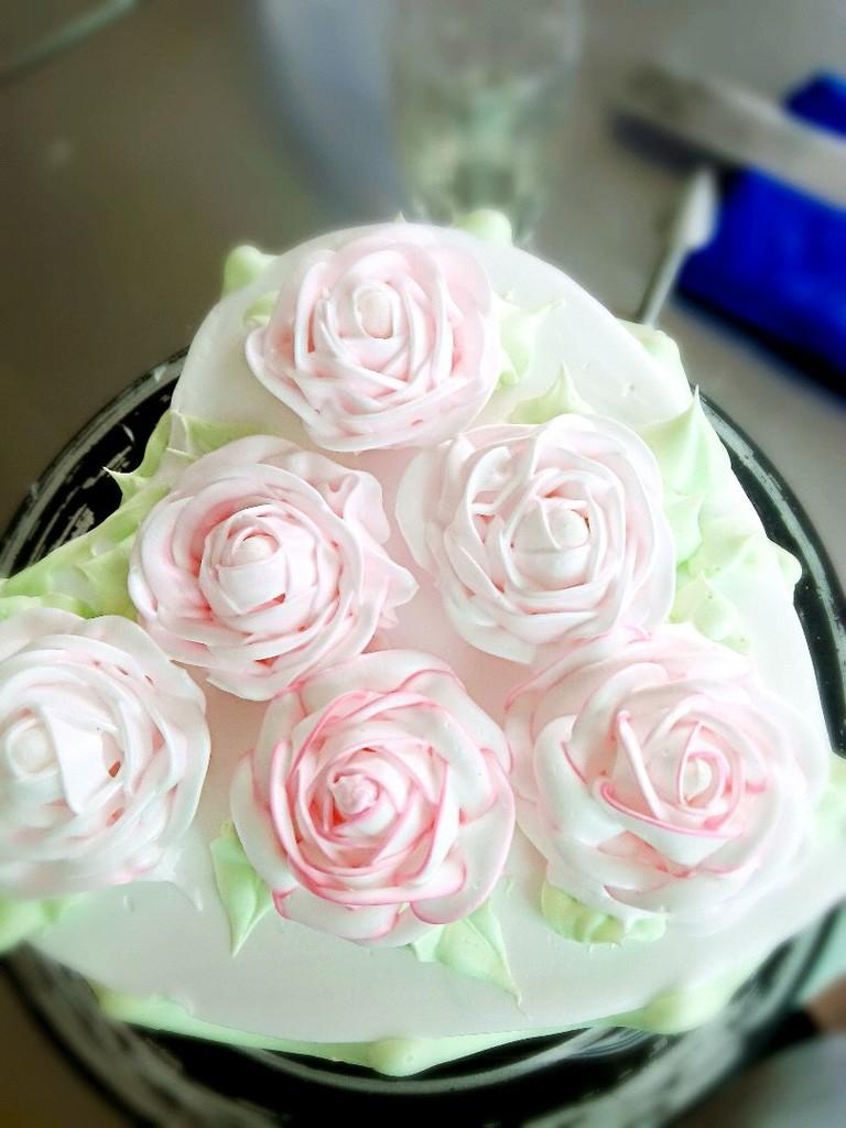 心形玫瑰花簇裱花蛋糕的做法图解4图片