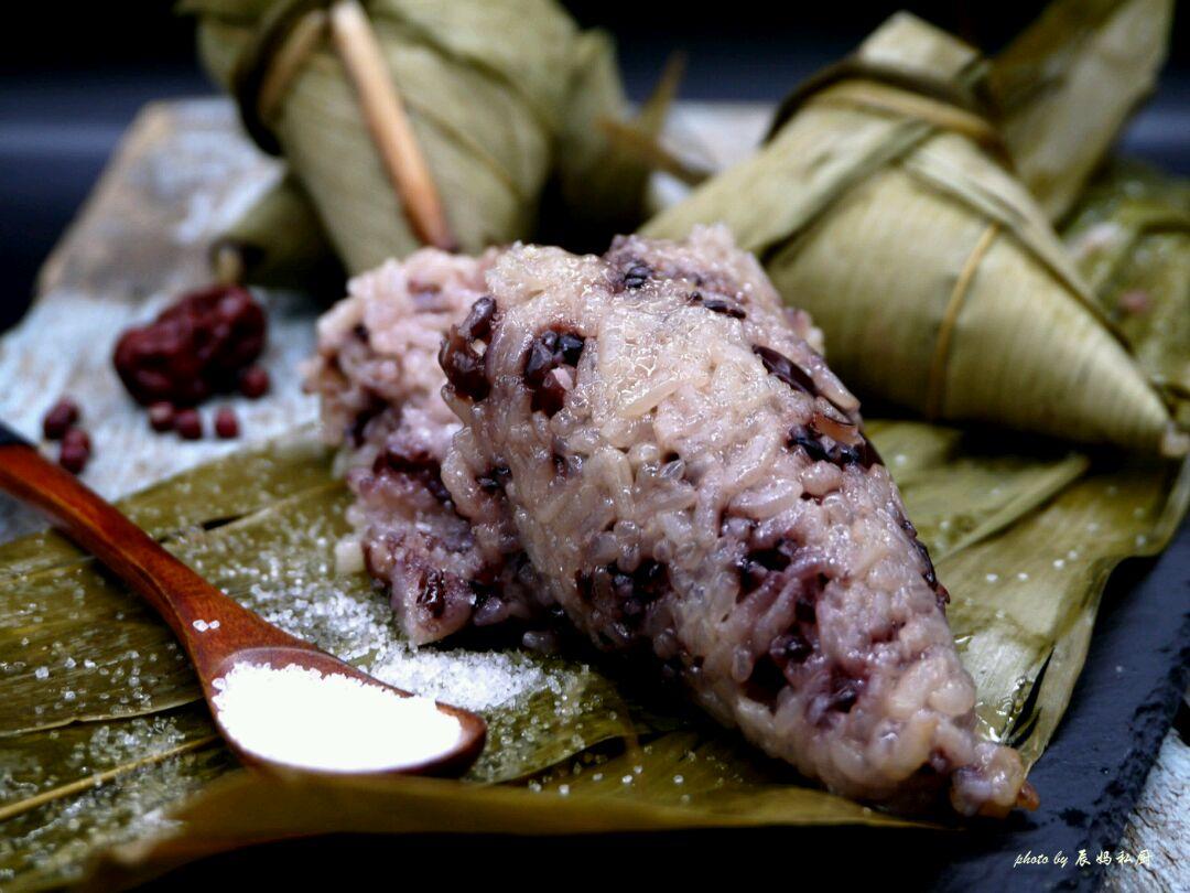 好吃到不行的红豆红枣黑米粽子的做法步骤