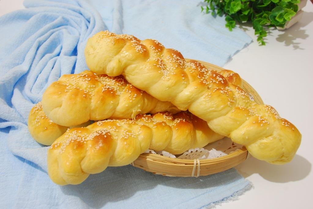 5克 辅料   盐2克 糖40克 柔软辫子面包的做法步骤 小贴士 1,方子内