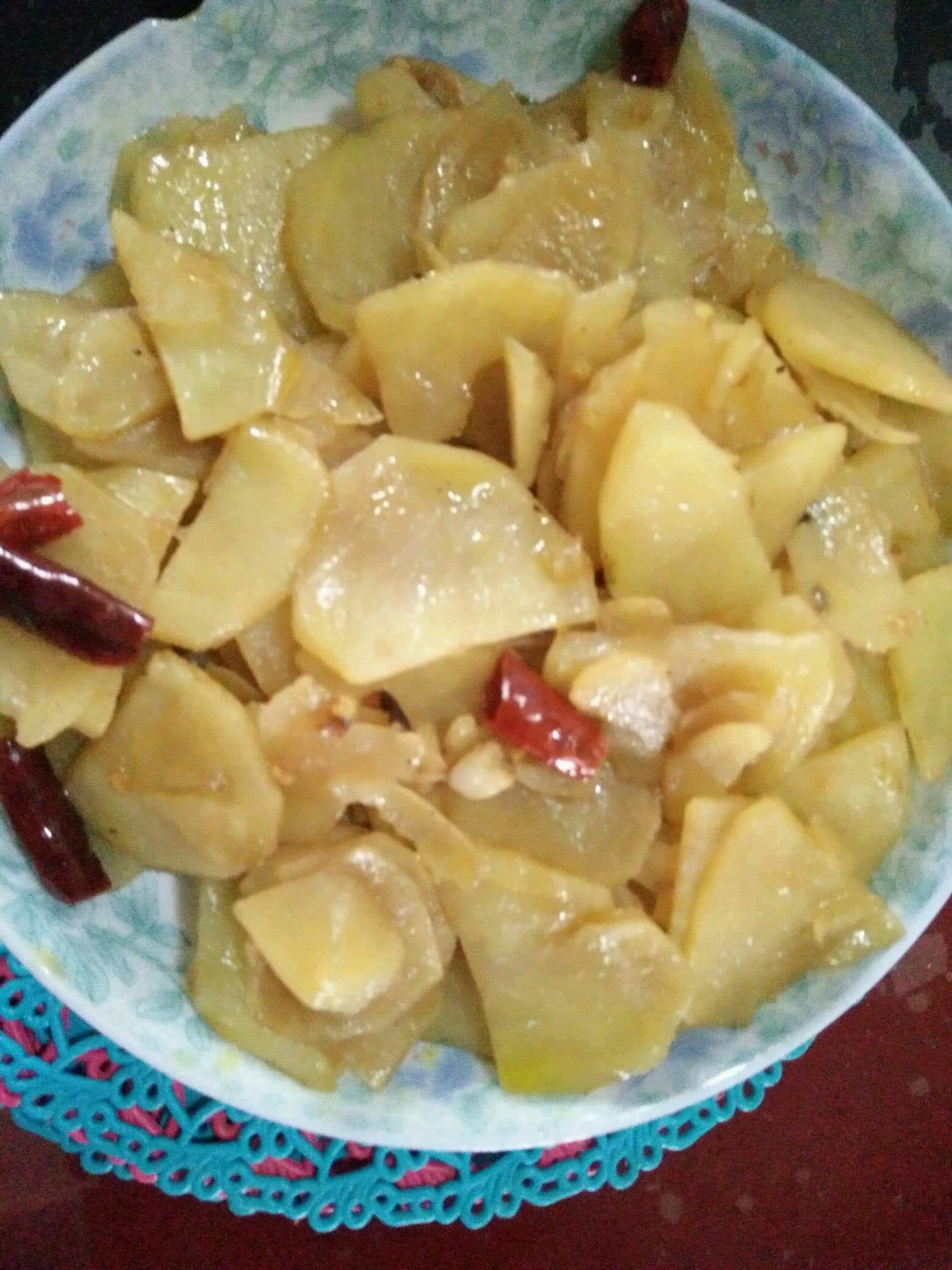 大蒜1头 土豆的做法