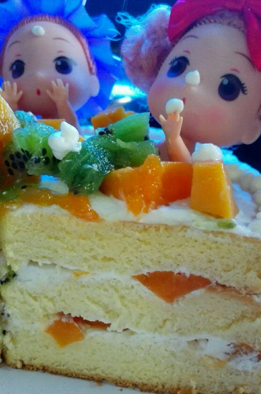 不会裱花没事 迷糊娃娃水果生日蛋糕