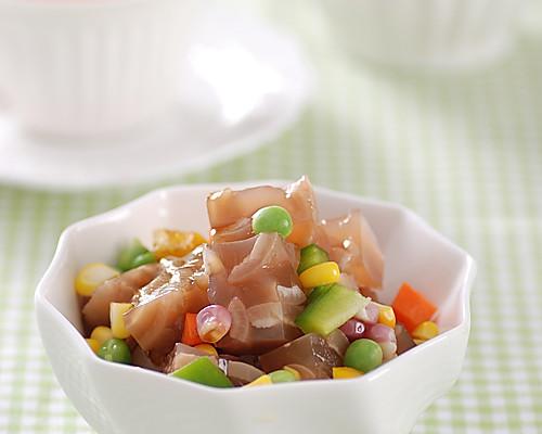 时间:10-30分钟       主料 肉皮200g 青豆适量 青红椒适量 玉米粒