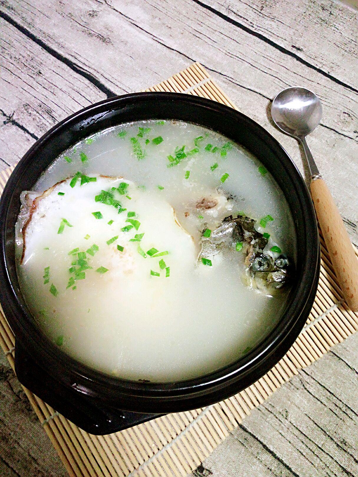 荷包鲫鱼汤的做法图解5