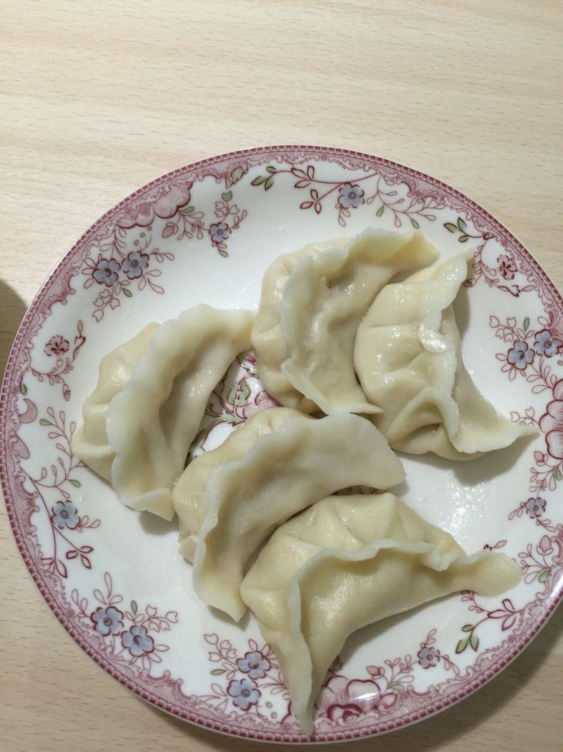 猪肉酸菜饺子的做法步骤