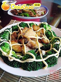 银鳕鱼西兰花沙拉的做法