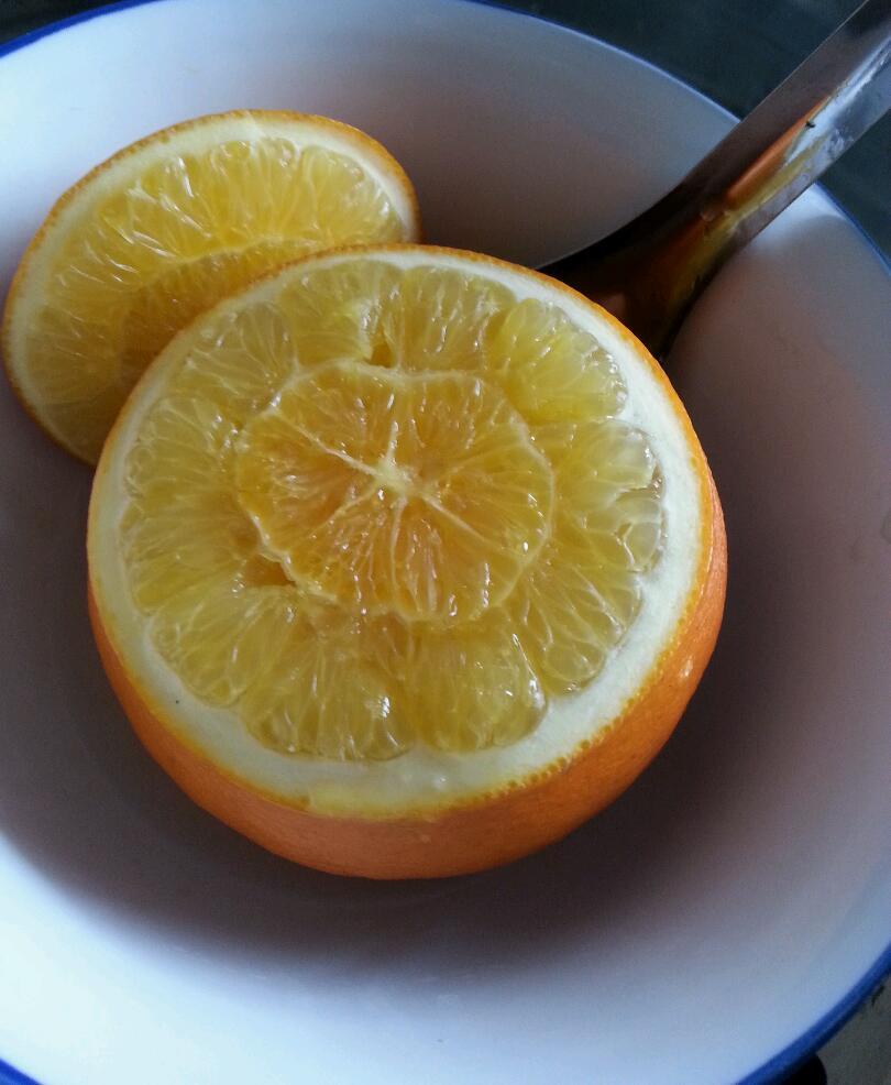 主料 一个 辅料   盐适量 盐蒸橙子的做法步骤 1.