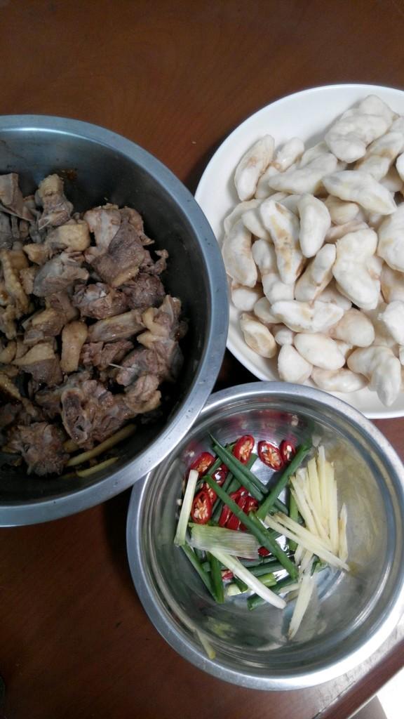菱角怎么吃_【菱角焖鸭肉】的做法_【图解】【菱角焖鸭肉】怎么做如何做好 ...