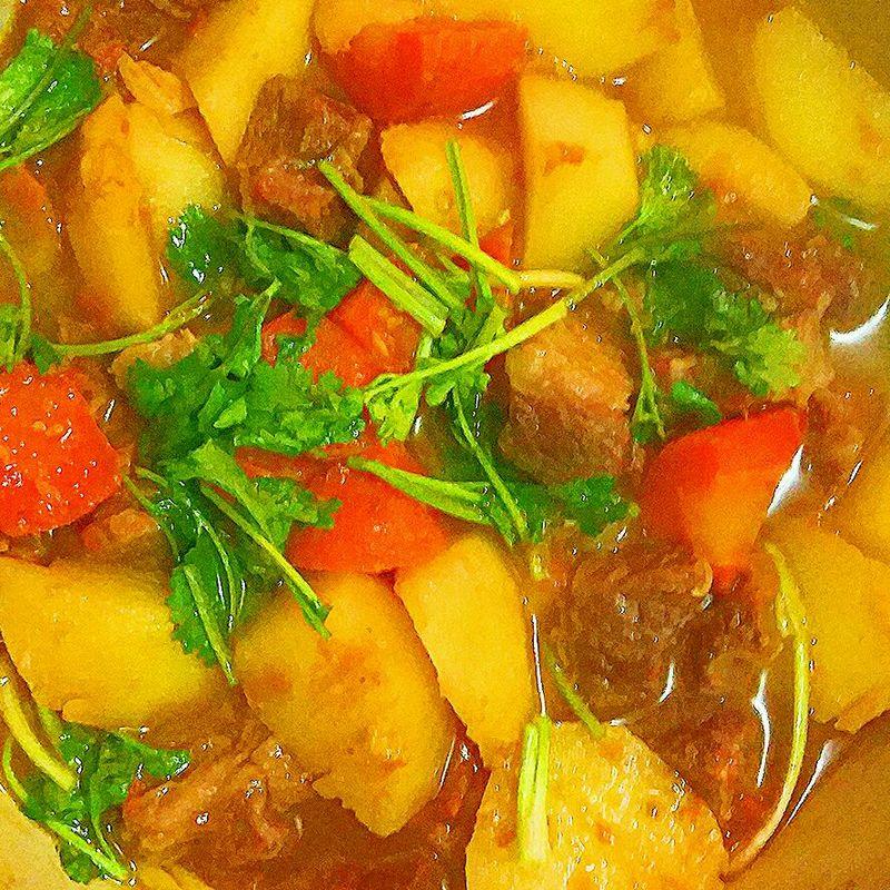 胡萝卜1个 土豆2个 西红柿2个 西红柿土豆胡萝卜炖牛腩的做法步骤