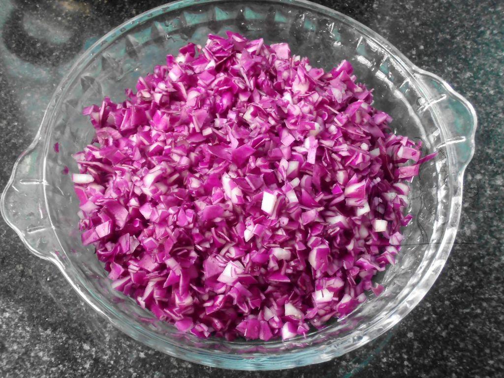 白菜紫甘蓝猪肉饺子的做法图解2