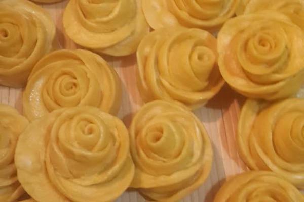 玫瑰南瓜花花馍的做法_【图解】玫瑰南瓜花花馍怎么做