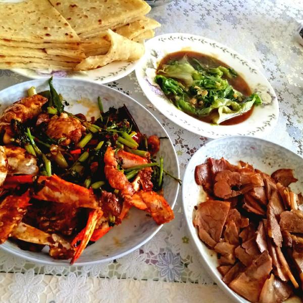 香辣54的心雨蟹,蚝油做法,凉拌肘花,家常饼生菜龙虾的黑色图片